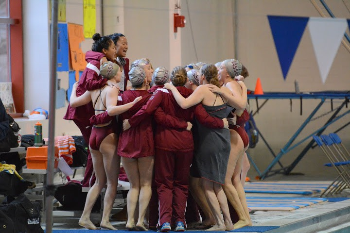 vassar-seven-sisters-team-huddle