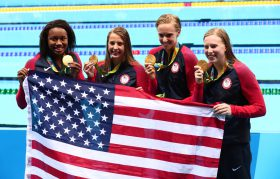 america-women-podium-400-medley-relay-manuel-baker-vollmer-king