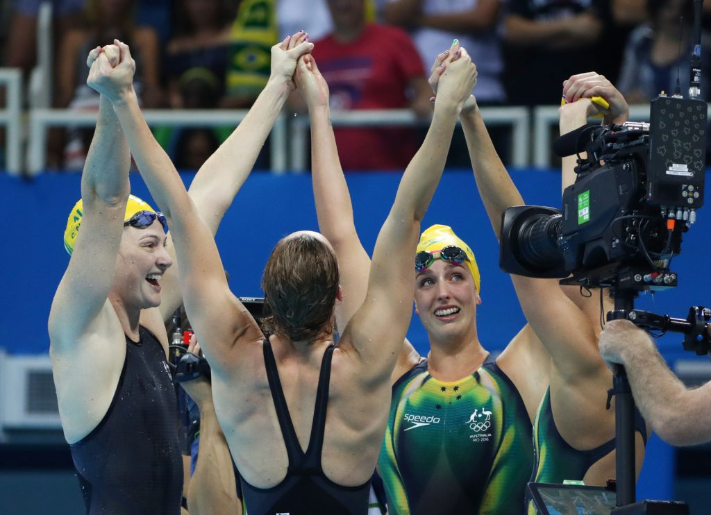campbell-mckeon-elmslie-celebrate-hold-hands-2016-rio-olympics-world-record-gold
