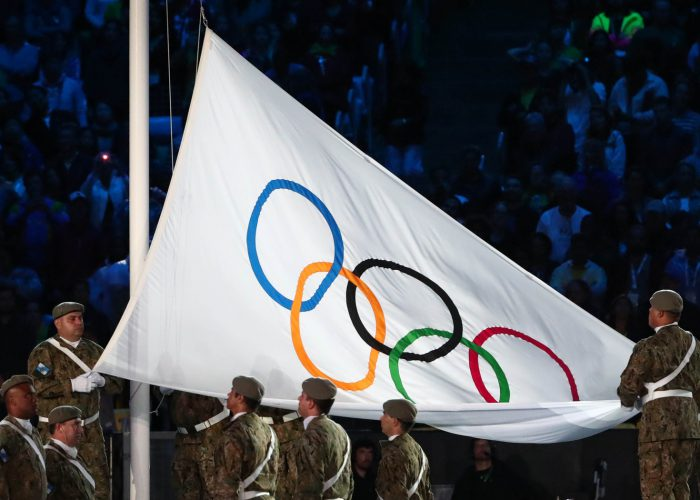 ioc-flag-closing-ceremony-rio
