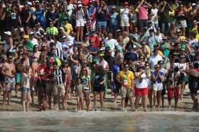 open-water-fans-crowd-beach-rio
