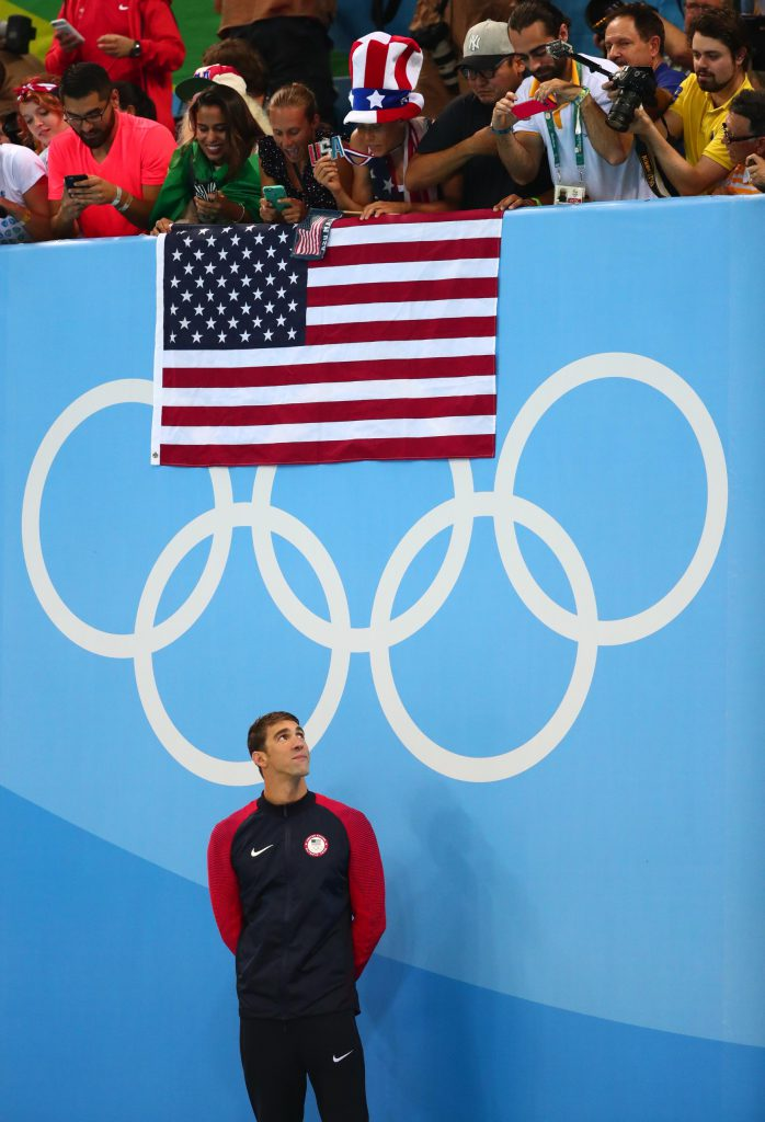 phelps-flag-medal-ceremony-fans
