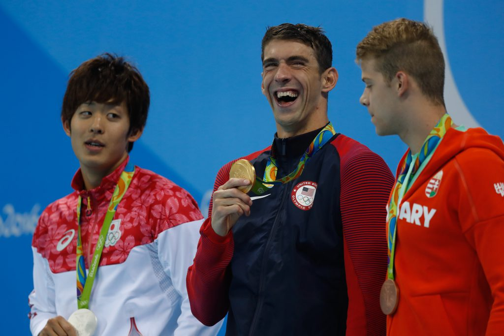 micheal-phelps-eats-gold
